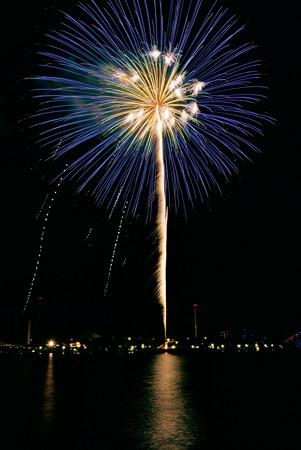 海辺の花火大会120825