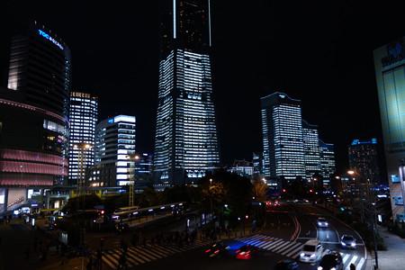 みなと未来のビルがライトアップ!2012