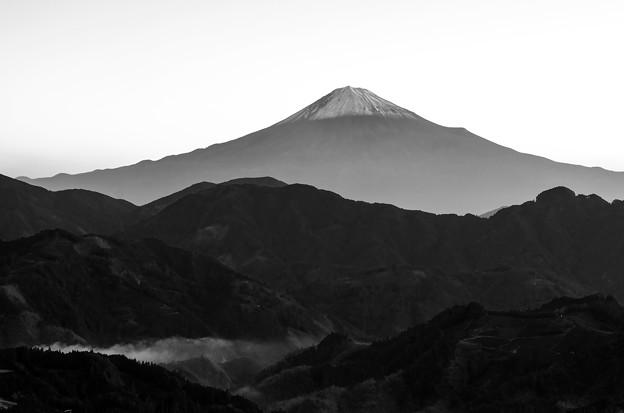 かっこいい白黒富士山。