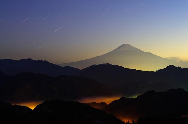 控えめな雲海と富士山