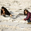 Photos: Badwater - Rie and Kane taking pics