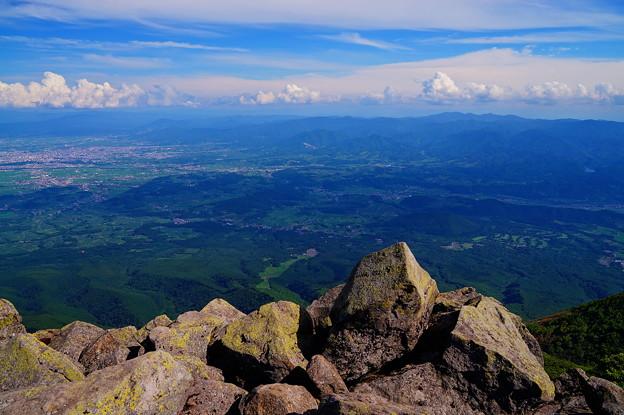 岩木山山頂よりの八幡平を望む