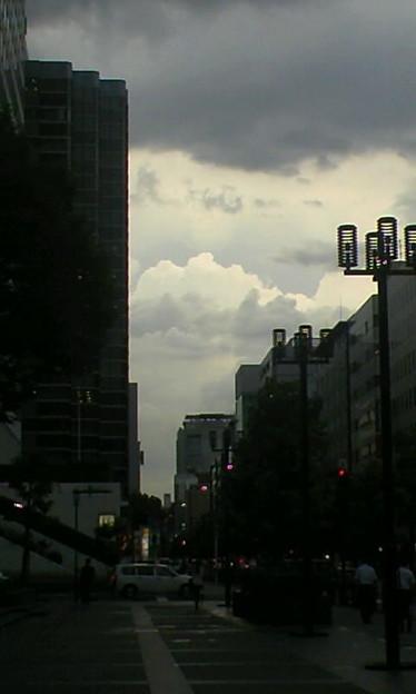 先に光る雲