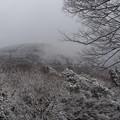 凍結する山肌