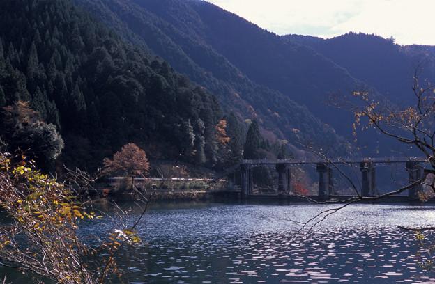 高山本線 下原ダムを通過する特急ひだ