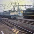 0010 岡崎駅へ侵入する「はやぶさ」と出発を待つ岡多線貨物EH10