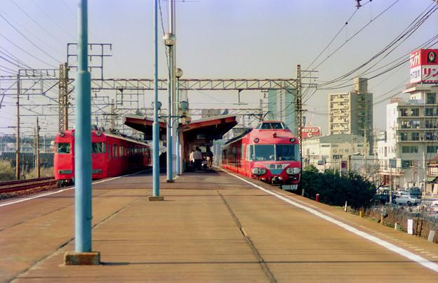 Photos: M0015_7000系普通岡崎行と6000系の離合