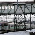 036 苗穂駅にて快速の並走通過
