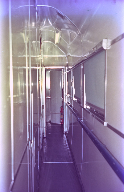 サシ581 天井の高い厨房脇通路