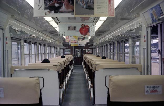 Photos: S58 117系社内 フルムーン広告
