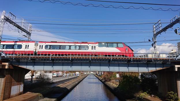 Photos: 橋を渡る特急