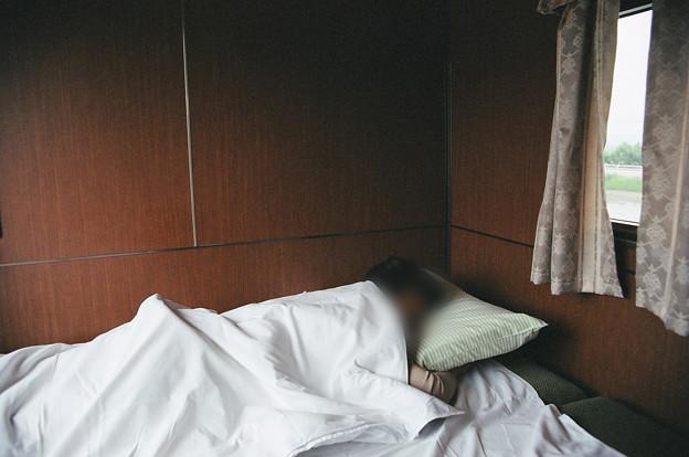 05 2003_6_23 トワイライトEXP(下り)妻爆睡中