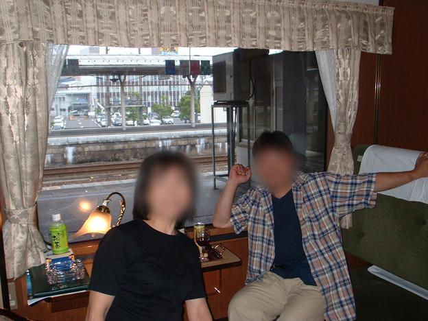10 2003_6_23 トワイライトEXP(下り)敦賀駅停車 友人がサプライズで見送り