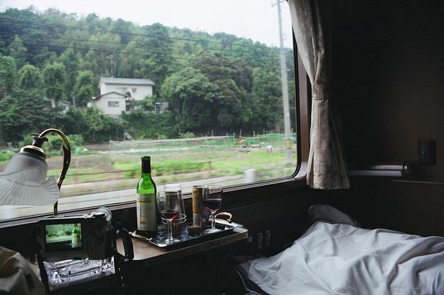 15 2003_6_23 トワイライトEXP(下り)ウエルカムワインに酔いベッドを仕立て小休止