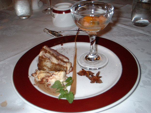 21 2003_6_23 トワイライトEXP(下り)フルコースディナー 六品目デザート上品な味でした