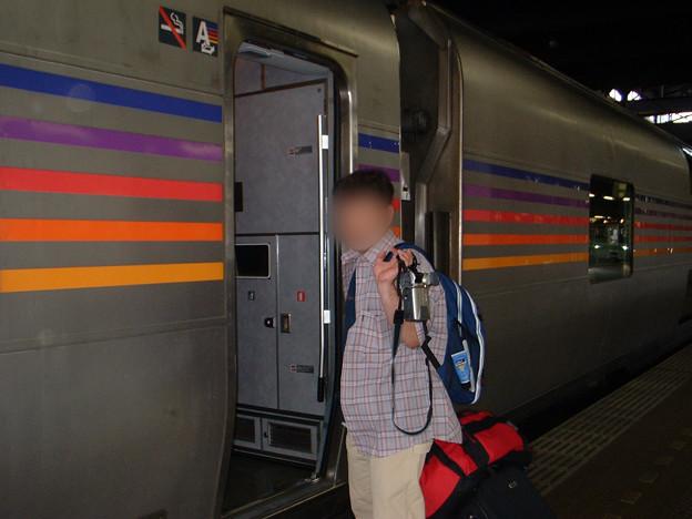 Photos: 25 2003_6_28 カシオペア(上り)1号車へ乗車します