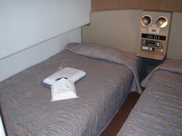26 2003_6_28 カシオペア(上り)メゾネット1階寝室 アメニティが置いてありました