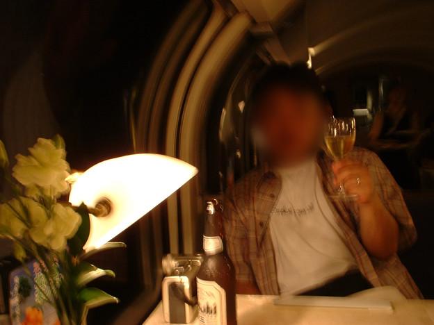 39 2003_6_28 カシオペア(上り)食堂車で乾杯 ビールも飲んじゃおう
