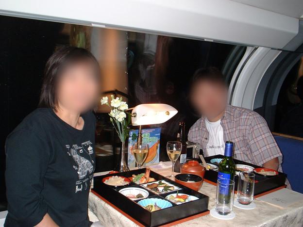 40 2003_6_28 カシオペア(上り)食堂車で記念写真 スタッフさんに撮っていただきました