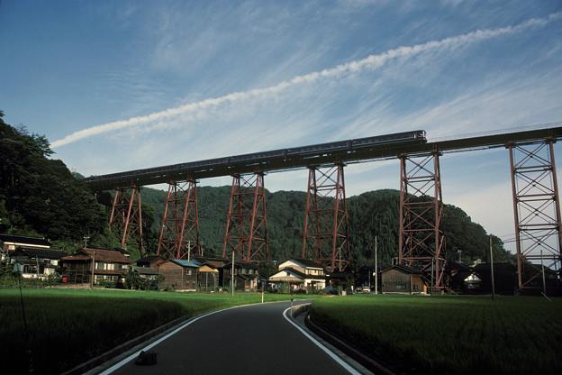 1986年8月山陰旅002 餘部鉄橋 特急出雲3号(再スキャン)