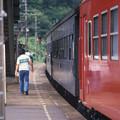 Photos: 1986年8月山陰旅006 東浜駅 列車交換(再スキャン)