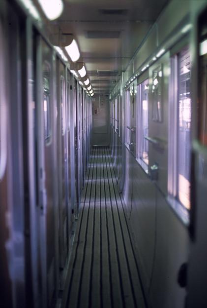 Photos: 1986年8月山陰旅024 ブルトレ出雲1号 オロネ25通路(再スキャン)