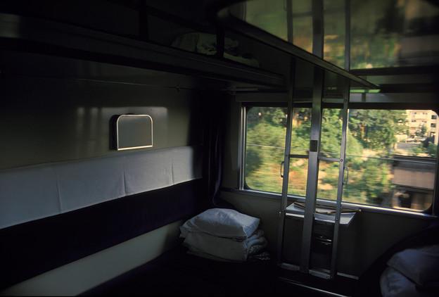 1986年8月山陰旅026 ブルトレ出雲1号 オハネ25 寝台室内(再スキャン)