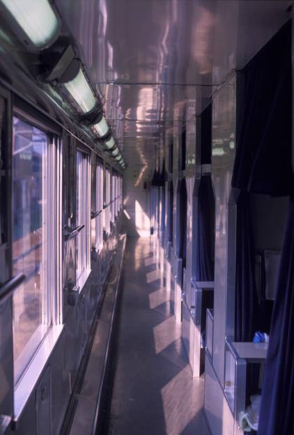 1986年8月山陰旅027 ブルトレ出雲1号 オハネ25通路(再スキャン)