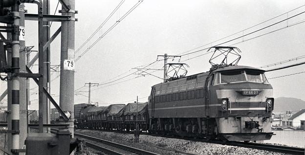 1986年頃 高速ではない貨車を引く