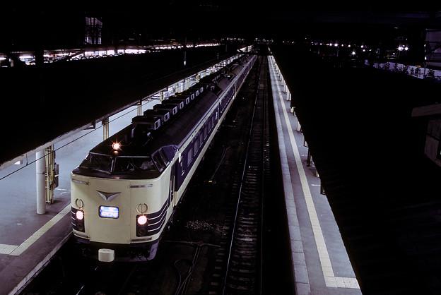 1992年7月(KR)青森駅で発車を待つ寝台特急電車「はくつる」その1