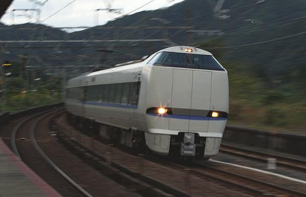 【ネガ】新疋田駅 683系サンダーバード通過