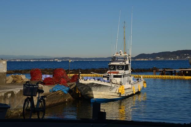 漁船と・・・