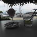 海沿いのオープンカフェ