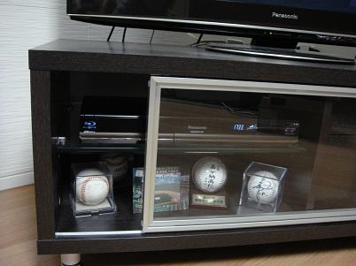 テレビ台(2012.12.7 震度4)