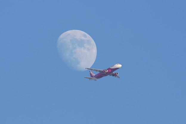 A320&Moon 13.123