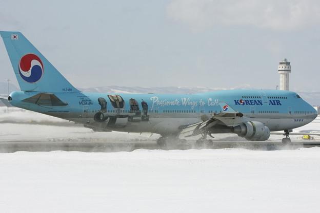 Photos: B747-400 HL7488 KAL RJCC 2012.03