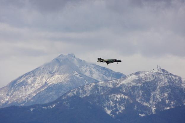RF-4EJ 恵庭岳初冠雪 2013.10
