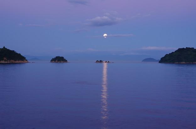 四ツ子島の満月 ほんのり