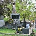 写真: 南海の孤島ペリリュー島の旧日本軍戦没者慰霊碑