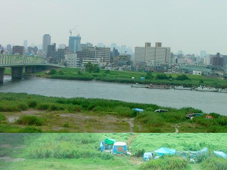 東北自動車道 句 ススキ 青テント 0819 006