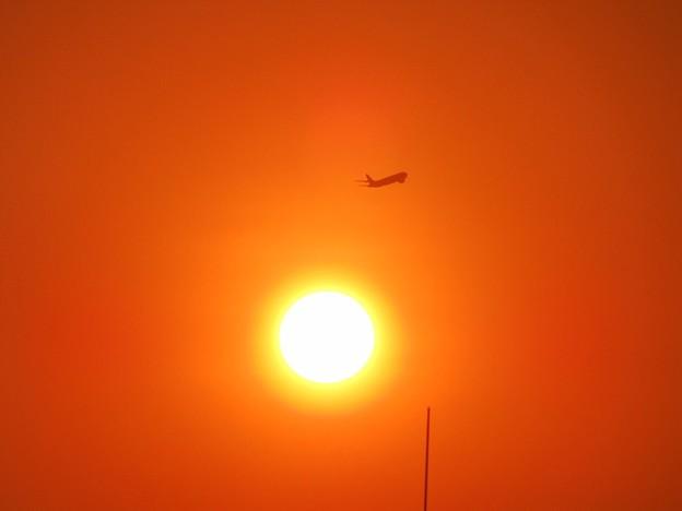 「夕日と機影・・・」 ・・・・・