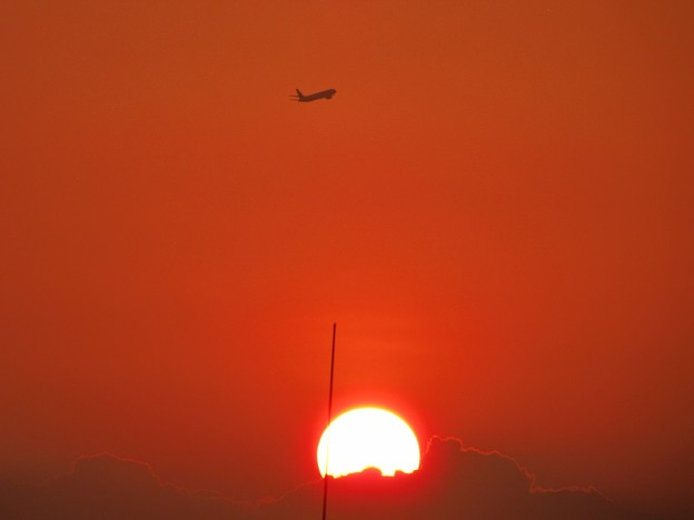 「夕日と機影・・・」 です・・・