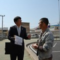 写真: 佐々木市議と渡邊事務局長