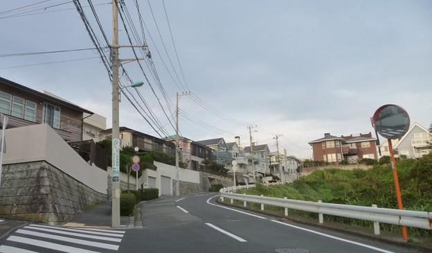 夕日の通学路上り坂