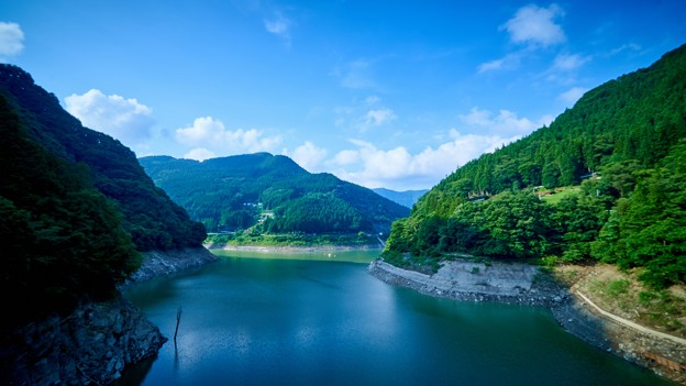 大洞川吊り橋から観た秩父湖
