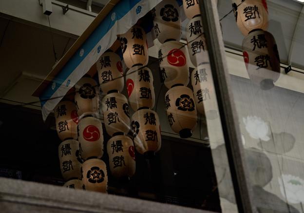 祇園祭 寺町通りの窓に映ったちょちん