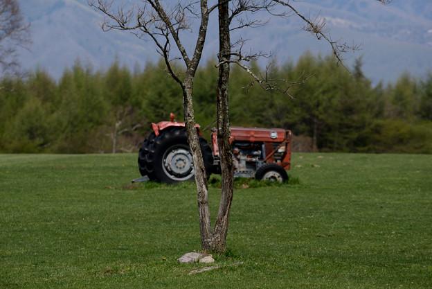 長門牧場 トラクターのある風景