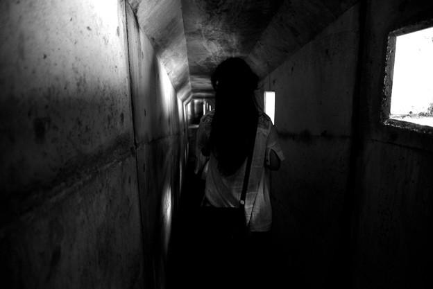 黒部 暗い通路2 モノクロ