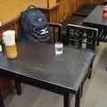 墨染に化けた伏見が天丼を食べた位置のテーブル
