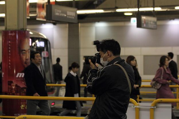 フラッシュをたいて撮る撮り鉄・東急渋谷駅にて